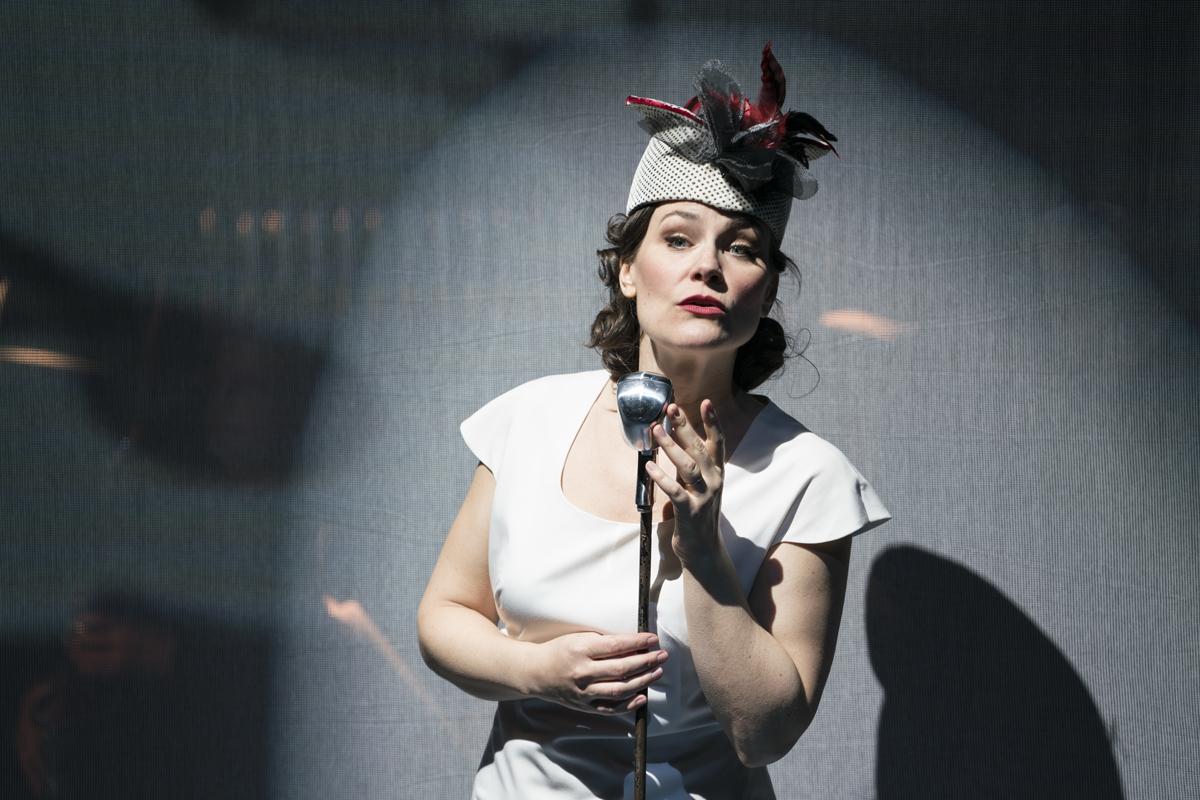 Elise-Quagliata. New York City Opera, 2016. Photo-by-Sarah-Shatz